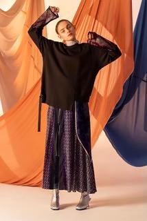 「AULA AILA」の服を着た女性のモデル